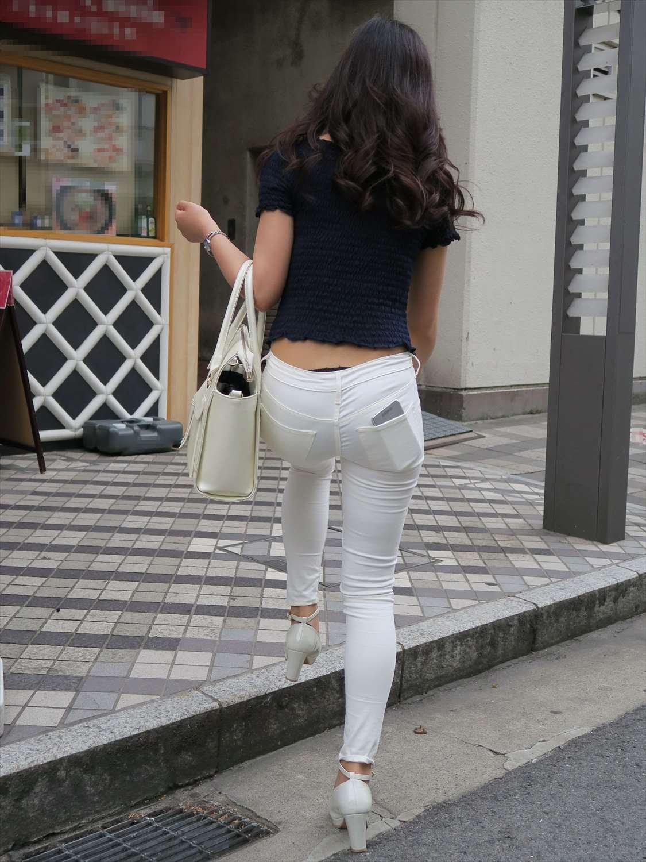 白ピタパンギャルの街撮り素人エロ画像10