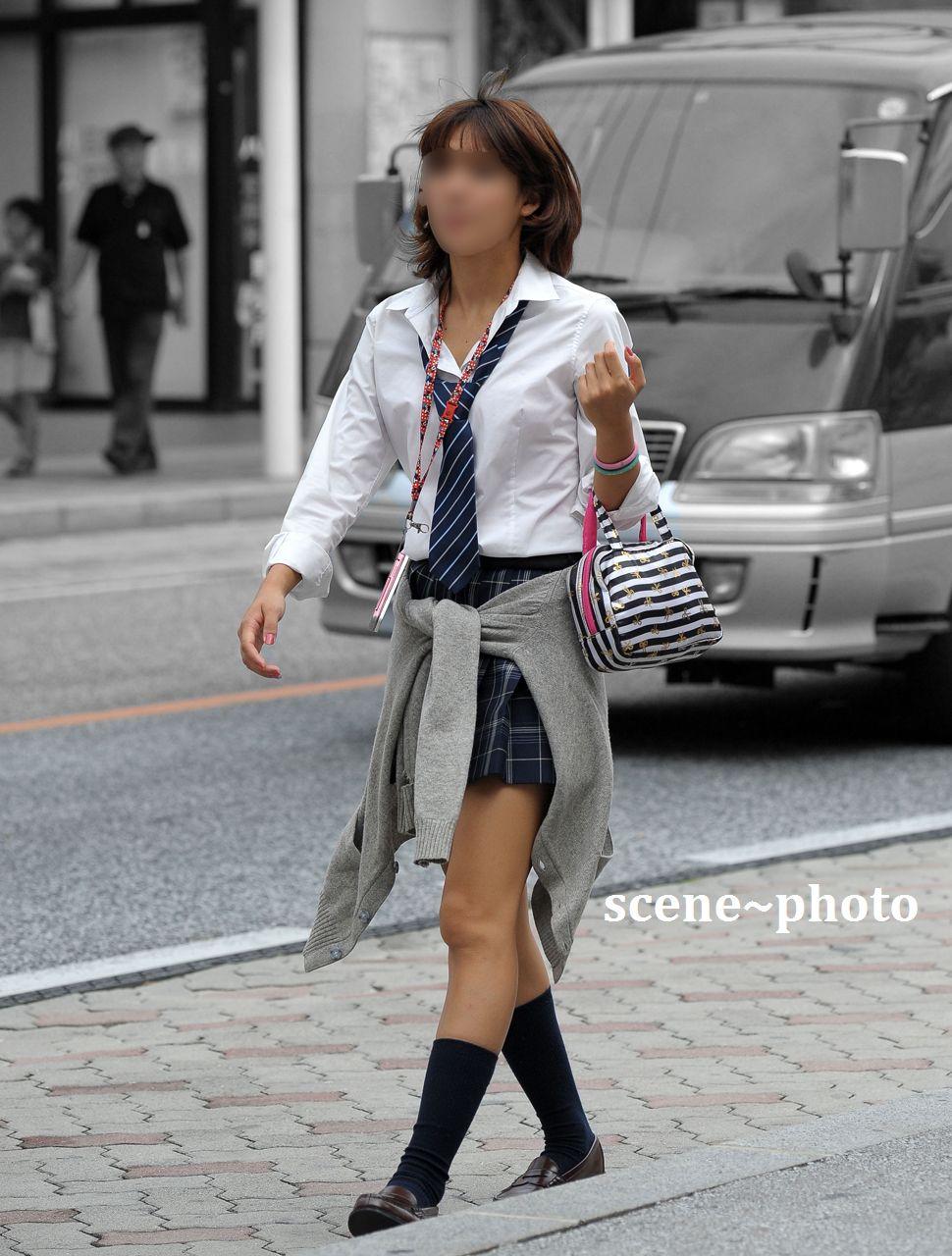 制服女子校生の街撮り素人JKエロ画像20