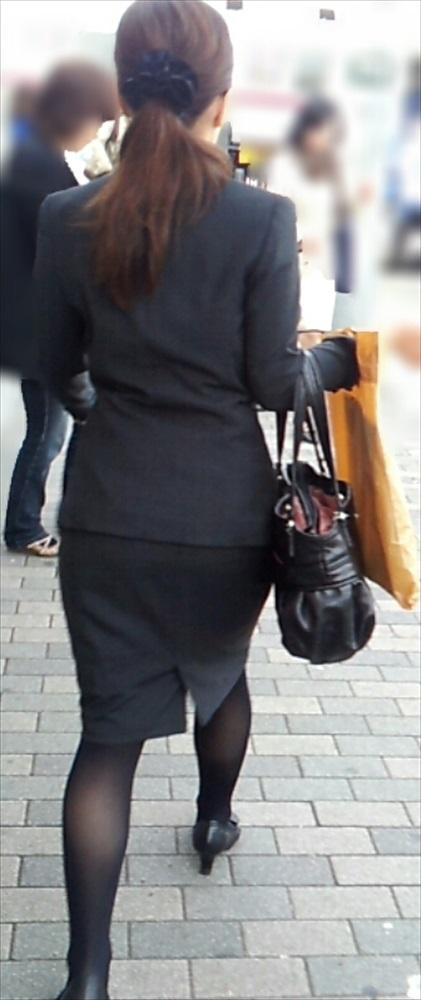 タイトスカートのお尻を街撮りしたOL素人エロ画像12