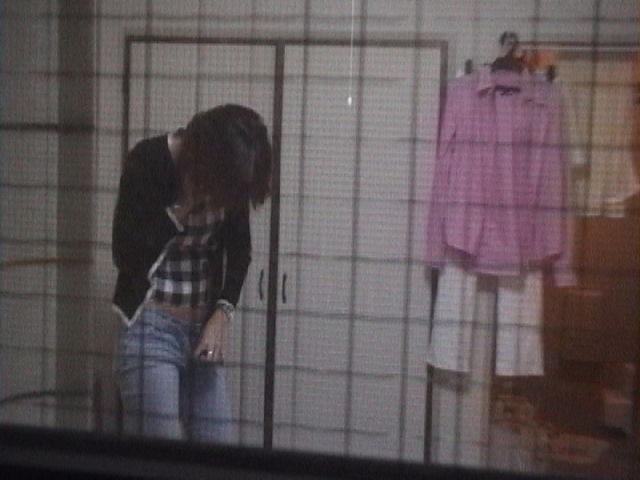 女性の部屋を狙った民家盗撮素人エロ画像17
