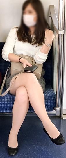 電車内パンチラ盗撮素人エロ画像15