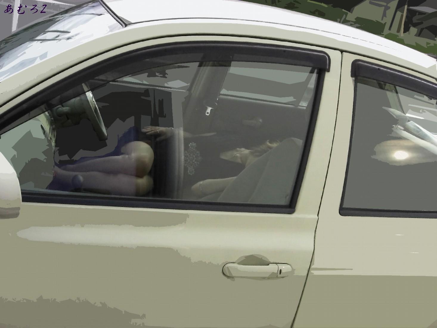 車中の女性を盗撮した素人エロ画像08