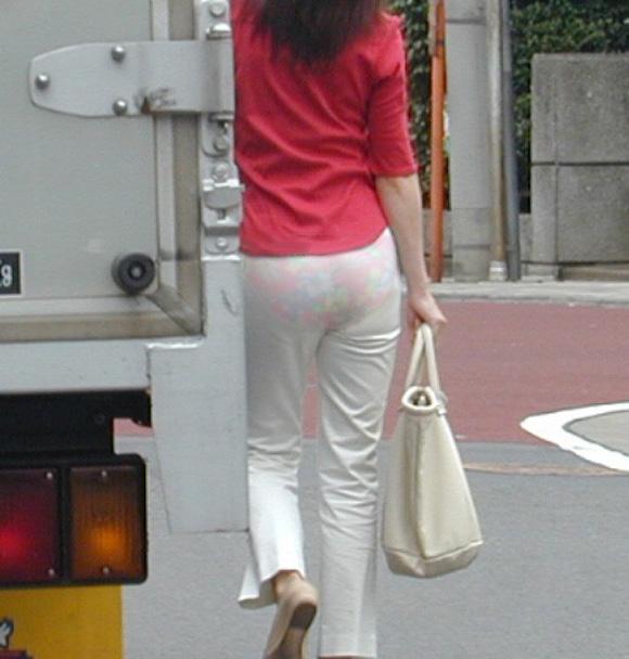白ピタパンのお尻街撮り素人エロ画像5