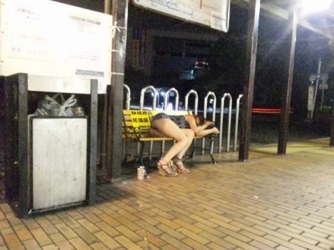 夏の終わりに調子に乗りすぎた泥酔ギャルの街撮りエロ画像09