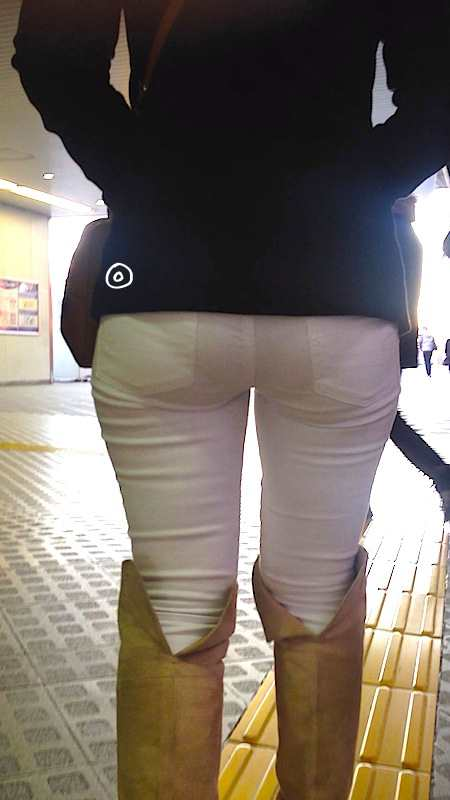 白デニム、白ピタパン素人エロ画像20