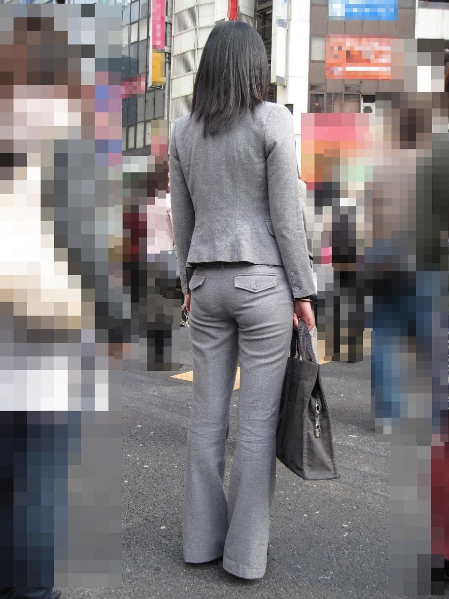 パンツスーツのOLさんのパン線お尻の素人エロ画像014