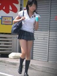 制服の夏服がポロシャツの女子校生街撮りエロ画像25