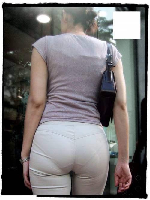 ピタパン・パンツスーツのOLお姉さんのお尻を盗撮したエロ画像11