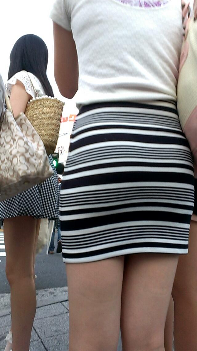 タイトミニスカ女子のお尻と太もも街撮りエロ画像17