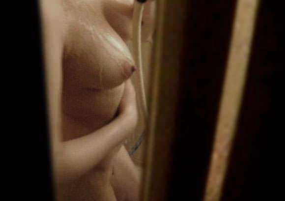 お風呂前の脱衣隠し撮り家庭内盗撮素人エロ画像18
