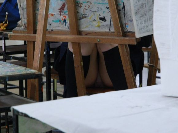 JKの学校内盗撮パンチラ素人エロ画像5