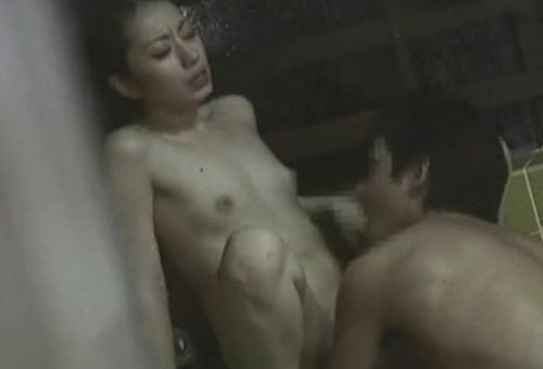 ベランダや窓から覗いたセックス盗撮素人エロ画像23