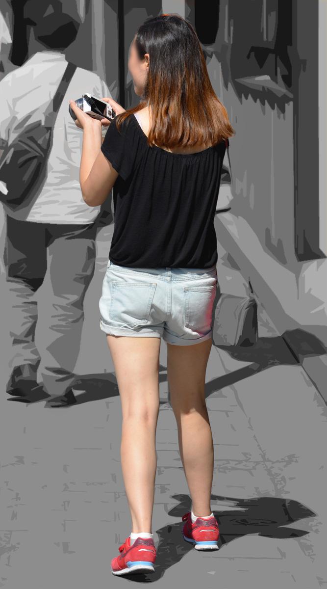 ハミ尻と生脚太ももがHなショーパンギャルの街撮り素人エロ画像03