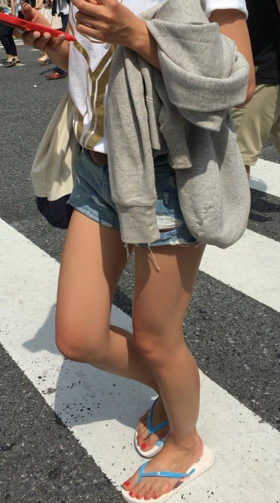ショートパンツ生脚お尻13