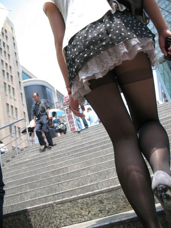 パンストを履いた女子の街撮り素人エロ画像17