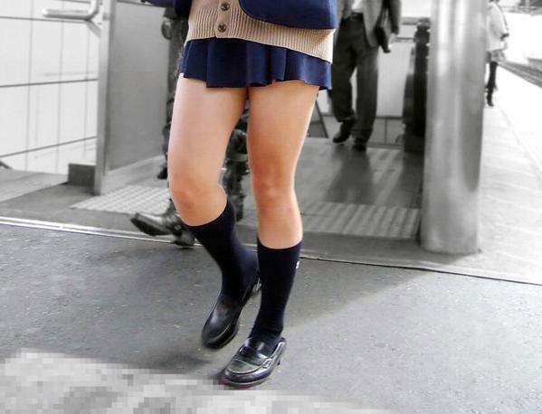 カーディガンJKの制服生脚太もも素人エロ画像10