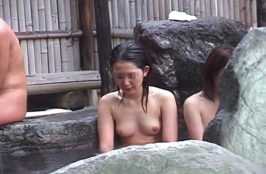 温泉や露天風呂の女湯盗撮素人エロ画像12