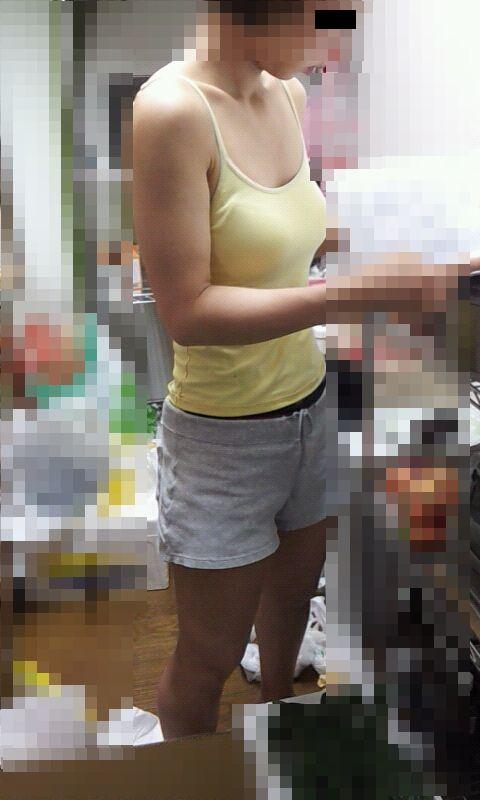 盗撮せざるを得なかったドエロい素人街撮り着衣巨乳おっぱいの画像24