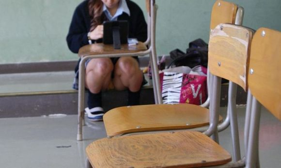 JKの学校内盗撮パンチラ素人エロ画像25