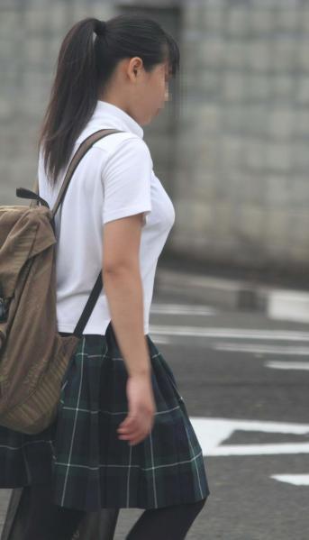 制服女子校生の着衣巨乳おっぱい街撮りエロ画像024
