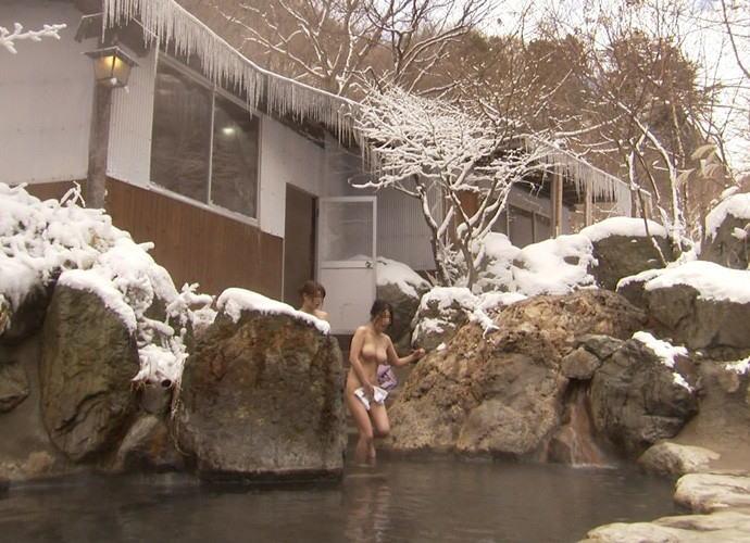 温泉や露天風呂の女湯盗撮画像13
