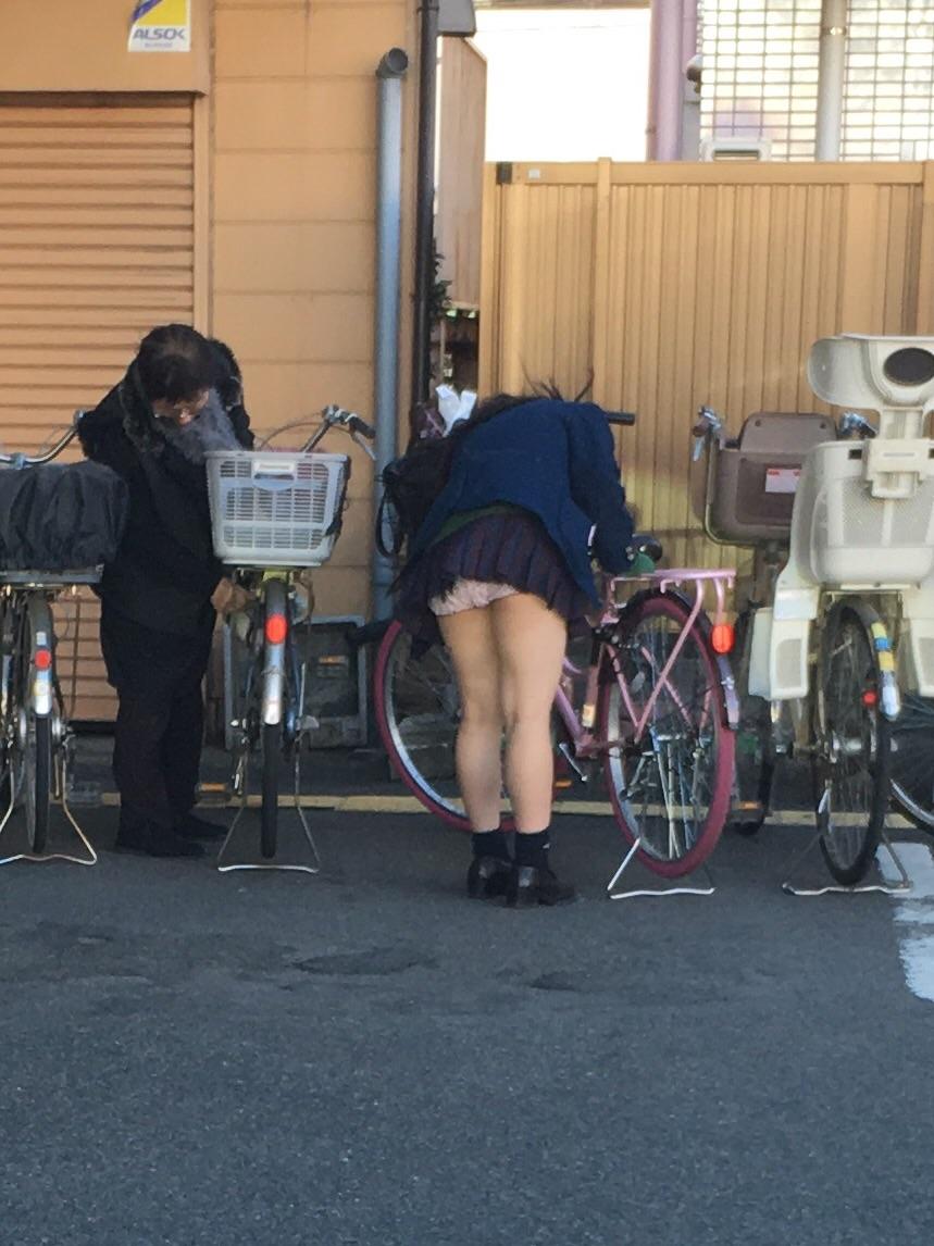 自転車JKの街撮り素人エロ画像21