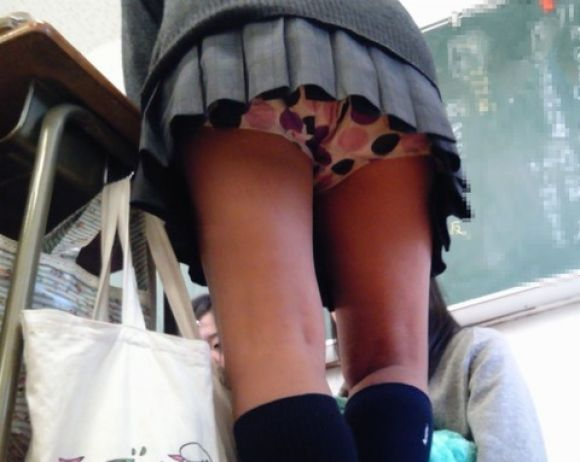 JKの学校内盗撮パンチラ素人エロ画像14