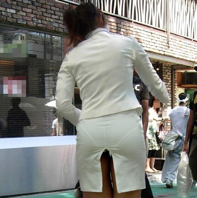 パン線がエロすぎるお姉さんのピタパンお尻の盗撮素人エロ画像10