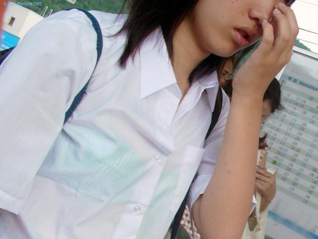 女子校生の透けブラ街撮り素人エロ画像06
