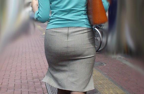 パツパツお尻なタイトスカート街撮り素人エロ画像1