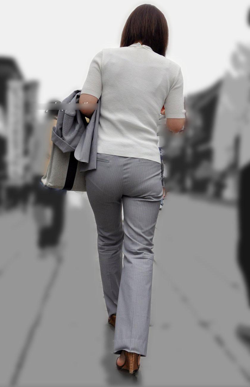 ピタパン・パンツスーツのOLお姉さんのお尻を盗撮したエロ画像13