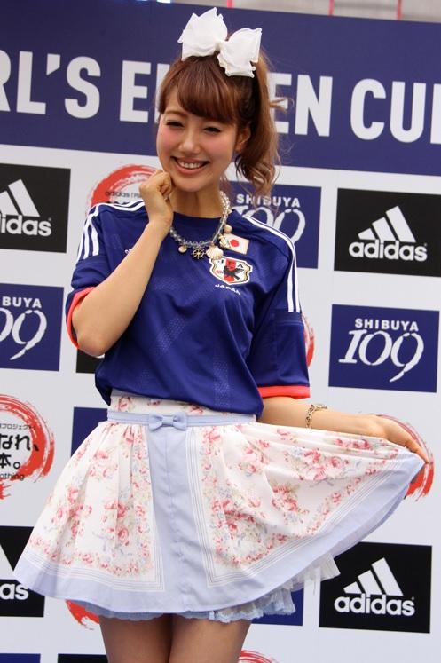 サッカーユニフォーム女子のエロ画像4