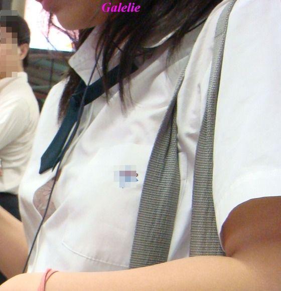 制服女子校生のブラチラ、透けブラ、胸チラおっぱいの街撮り素人エロ画像08