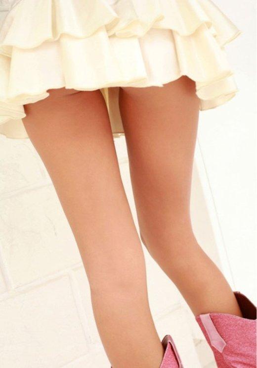 ミニスカやホットパンツを履いたギャルの生脚盗撮素人エロ画像05
