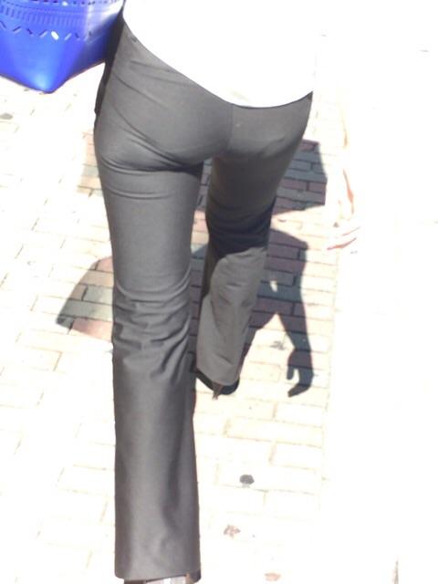 パンツスーツのお尻街撮り素人エロ画像8