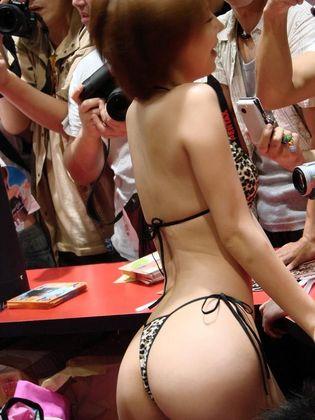 AV女優イベントで撮影したエロ画像26