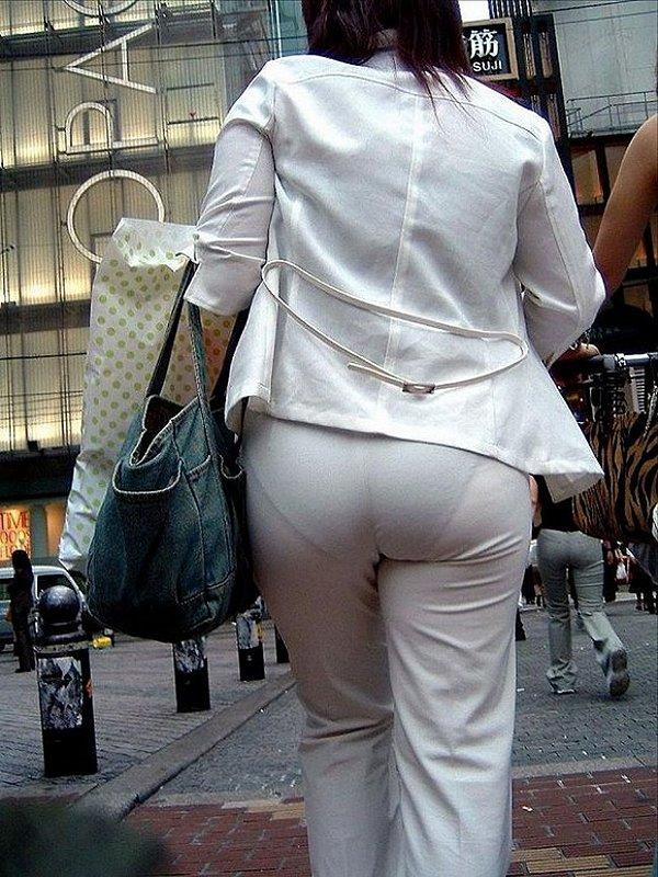 パン線・透けパンがHな白ピタパンお尻街撮り素人エロ画像16