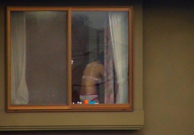 ベランダから覗いた民家盗撮の素人エロ画像9
