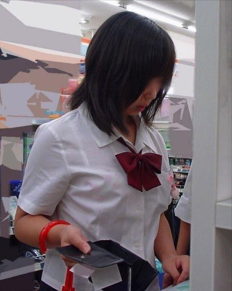 制服JKの着衣巨乳おっぱいを撮った素人エロ画像19