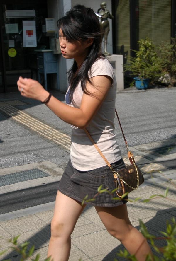 パイスラッシュ着衣巨乳おっぱいを街撮りした素人エロ画像26