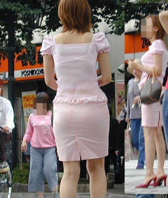 スケブラしまくりな背中を街撮りした素人エロ画像015