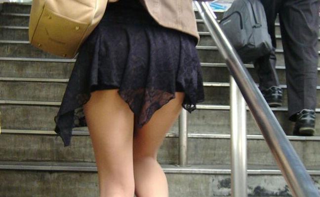 【素人エロ画像】太ももが魅力的なミニスカ女子wウラモモってなんか良いよねwww