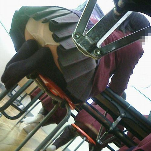 JKのおふざけや学校内盗撮の素人エロ画像16