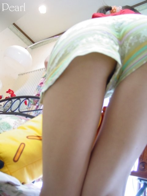 ショートパンツの生脚太もも素人エロ画像16