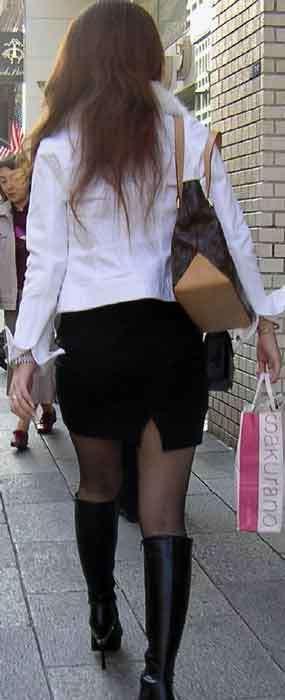 ミニスカ・ショートパンツにブーツをはいたギャル街撮り素人エロ画像14