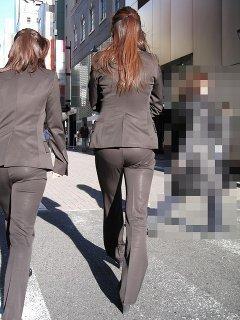 パンツスーツのお尻街撮り素人OLエロ画像13