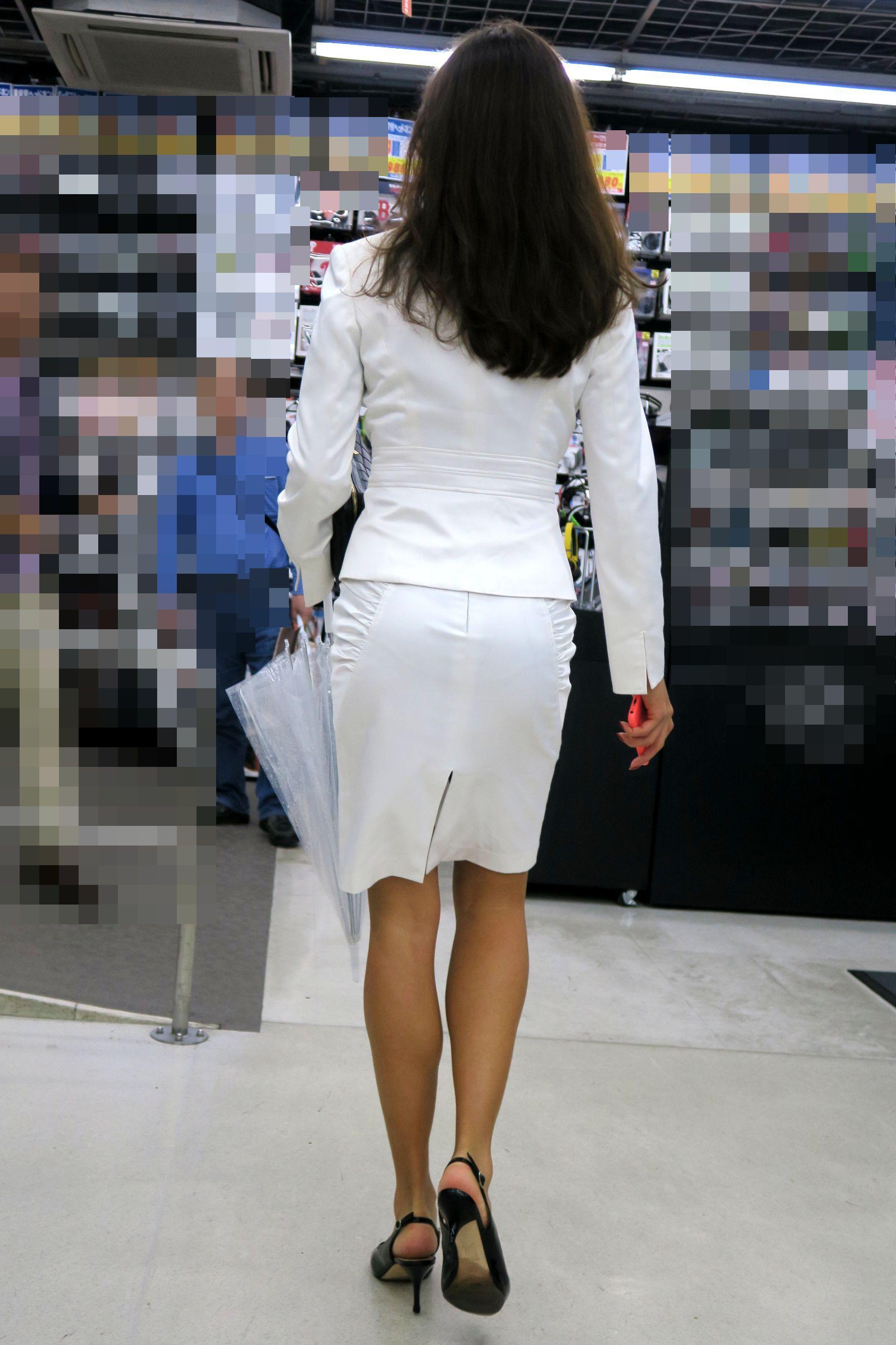白タイトスカートスーツの美女連射盗撮16
