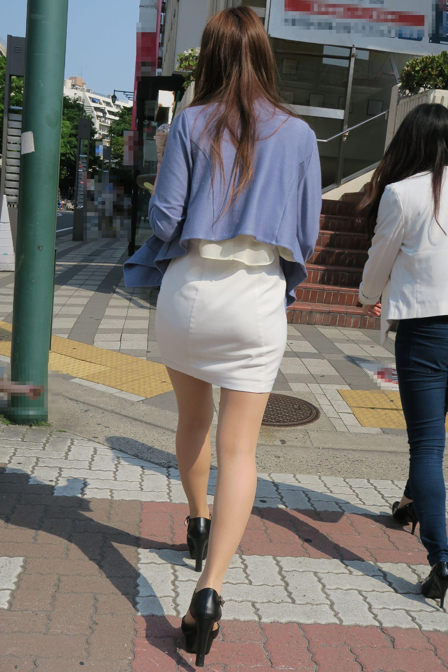 タイトスカートのお尻街撮り素人エロ画像16