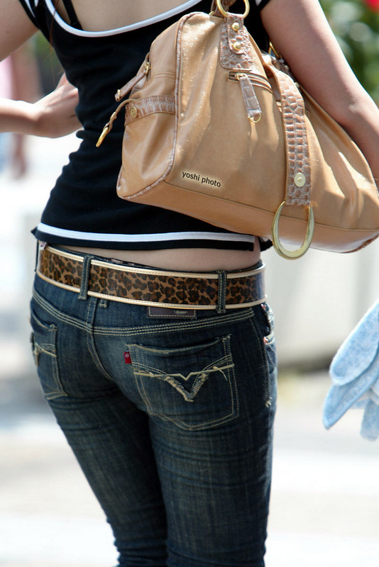 ジーンズを履いたパツパツお尻の街撮り素人エロ画像030