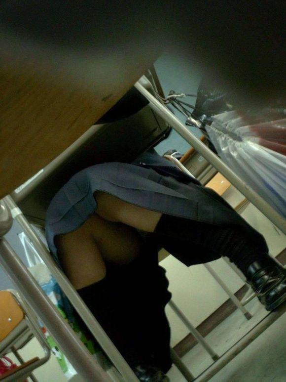 JKの学校内盗撮パンチラ素人エロ画像13